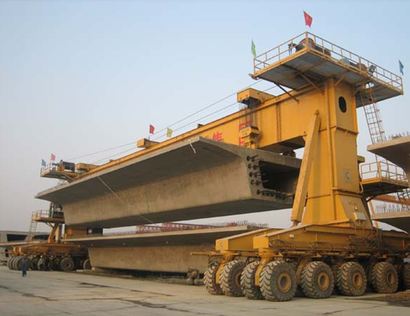 900吨轮胎式提梁机